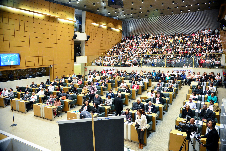 Plenário JK da Assembleia na manhã desta sexta-feira, 15/5 <a style='float:right' href='https://www3.al.sp.gov.br/repositorio/noticia/N-05-2015/fg170382.jpg' target=_blank><img src='/_img/material-file-download-white.png' width='14px' alt='Clique para baixar a imagem'></a>