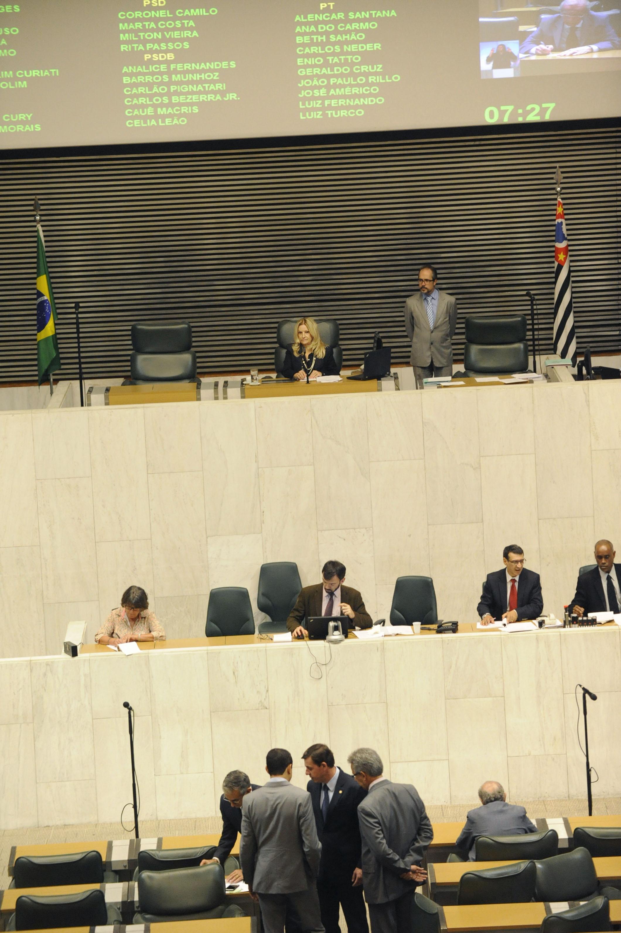 Plenário Jk da Assembleia na tarde desta quarta-feira, 20/5 <a style='float:right' href='https://www3.al.sp.gov.br/repositorio/noticia/N-05-2015/fg170592.jpg' target=_blank><img src='/_img/material-file-download-white.png' width='14px' alt='Clique para baixar a imagem'></a>