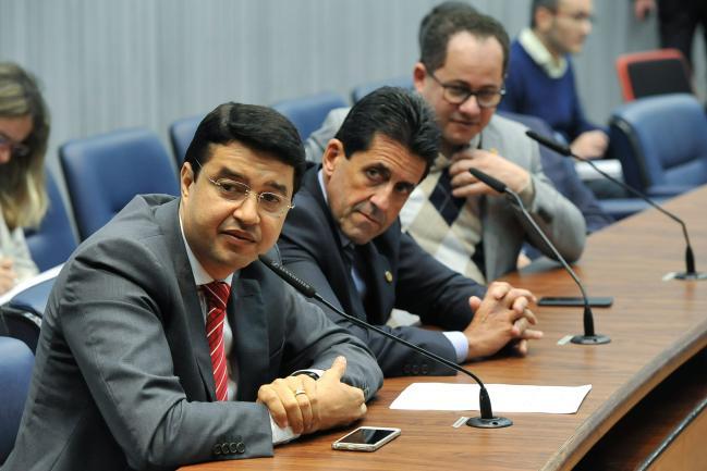 Carlos Cézar, Delegado Olim e Cezinha de Madureira em reunião da CPI.