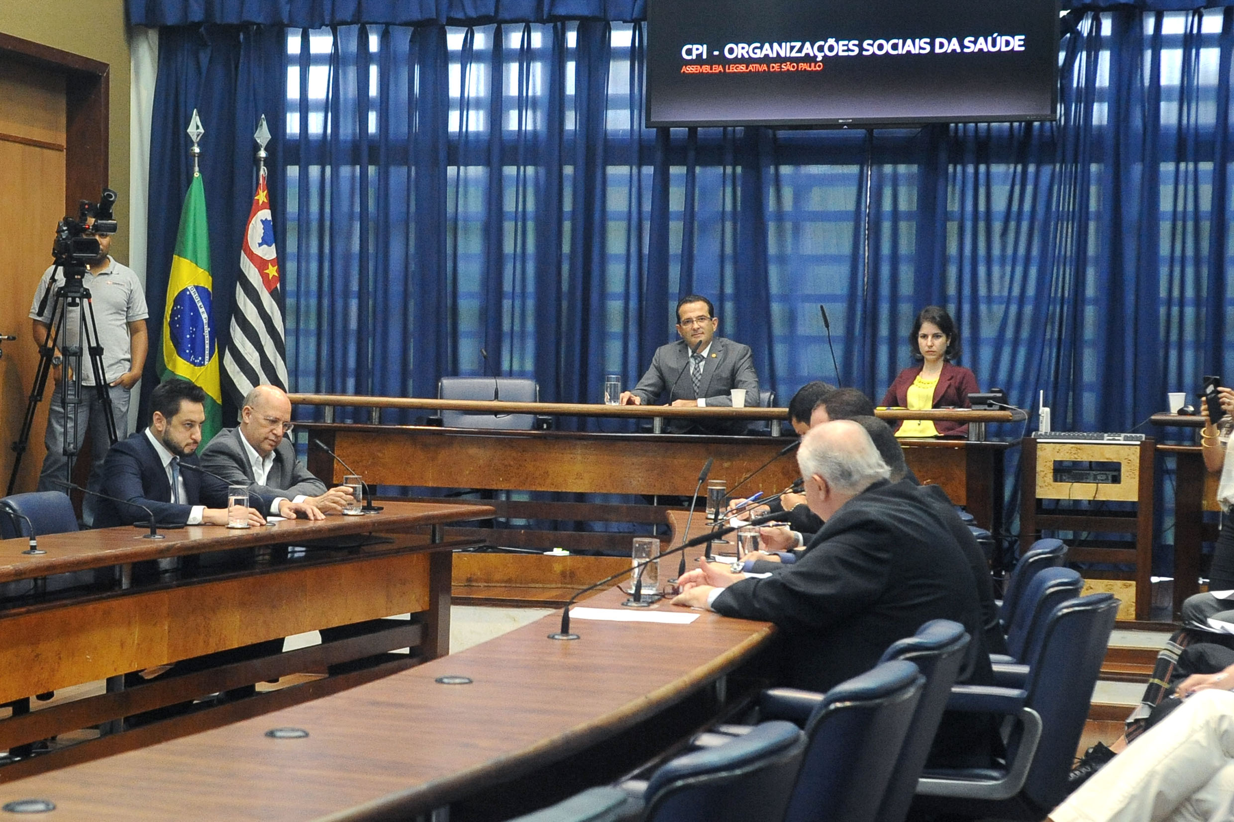 Parlamentares na CPI<a style='float:right' href='https://www3.al.sp.gov.br/repositorio/noticia/N-05-2018/fg222569.jpg' target=_blank><img src='/_img/material-file-download-white.png' width='14px' alt='Clique para baixar a imagem'></a>