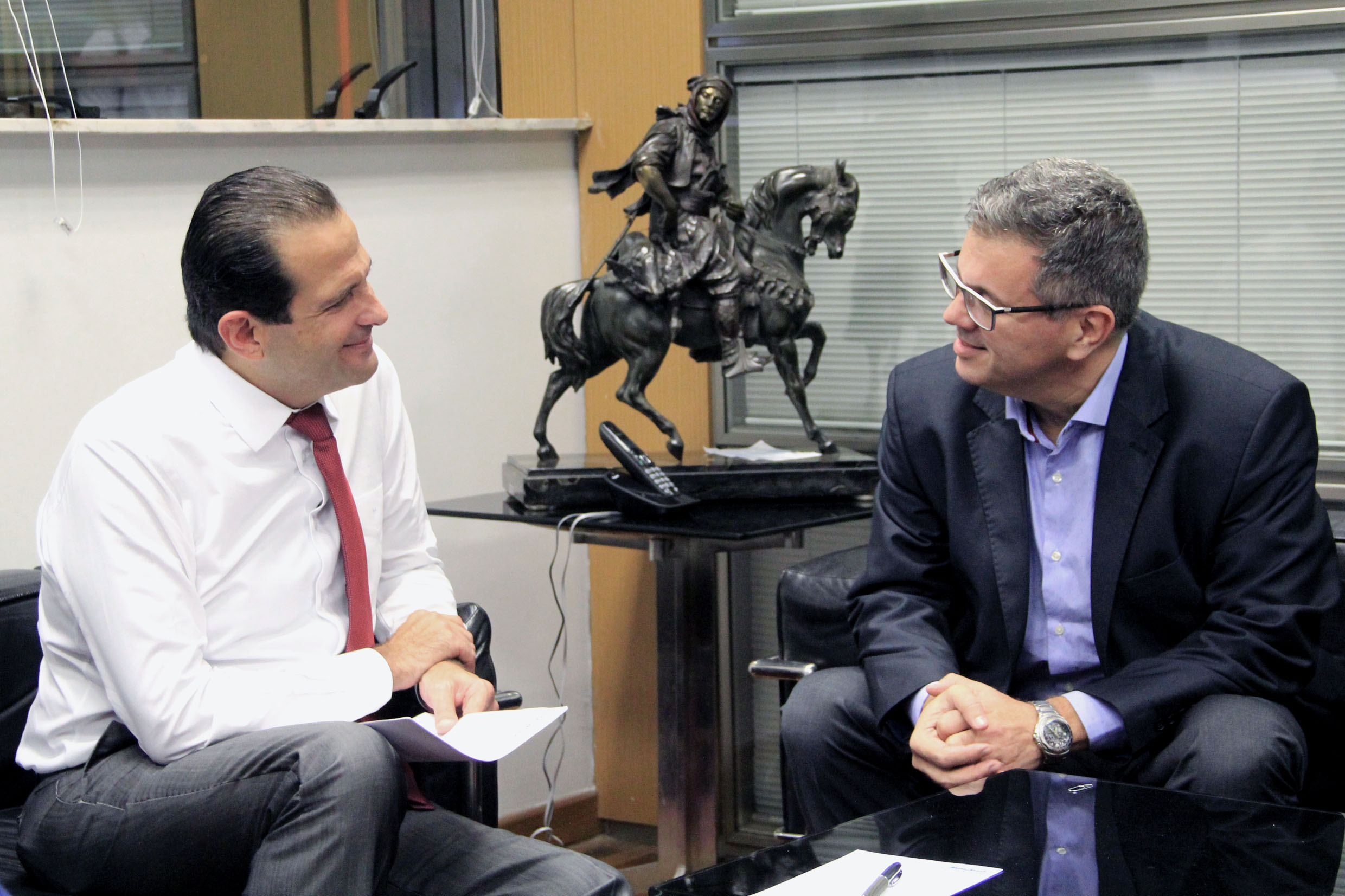 Edmir Chedid e Marcelo Rossi<a style='float:right' href='https://www3.al.sp.gov.br/repositorio/noticia/N-05-2018/fg222713.jpg' target=_blank><img src='/_img/material-file-download-white.png' width='14px' alt='Clique para baixar a imagem'></a>