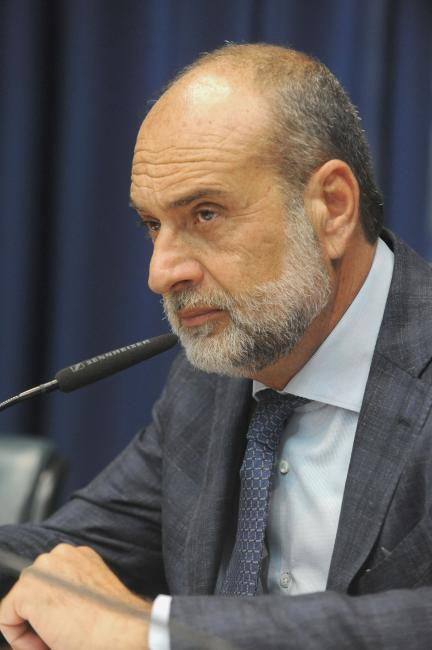 Roberto Tripoli preside a comissão