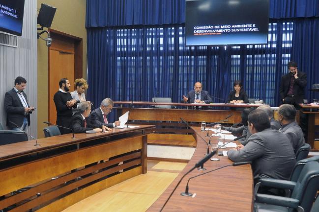 Mesa da comissão