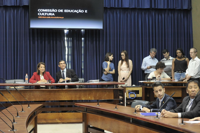 Comissão de Educação e Cultura<a style='float:right' href='https://www3.al.sp.gov.br/repositorio/noticia/N-05-2019/fg233628.jpg' target=_blank><img src='/_img/material-file-download-white.png' width='14px' alt='Clique para baixar a imagem'></a>