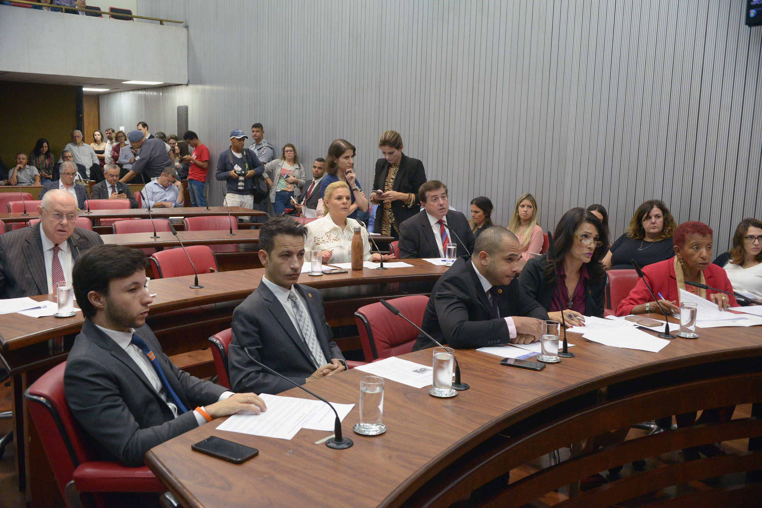 Parlamentares na CPI<a style='float:right' href='https://www3.al.sp.gov.br/repositorio/noticia/N-05-2019/fg233742.jpg' target=_blank><img src='/_img/material-file-download-white.png' width='14px' alt='Clique para baixar a imagem'></a>