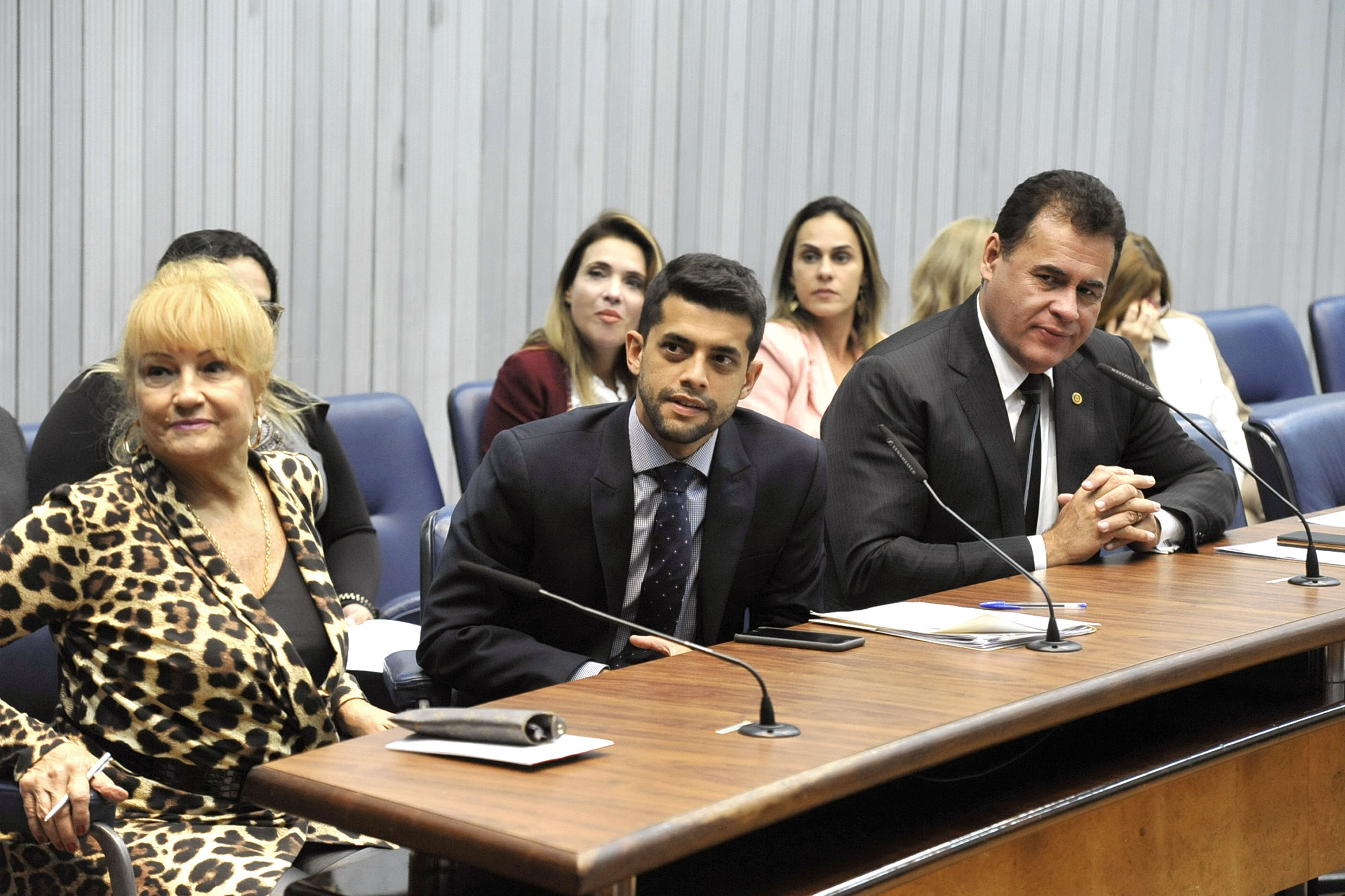 Parlamentares na CPI<a style='float:right' href='https://www3.al.sp.gov.br/repositorio/noticia/N-05-2019/fg233839.jpg' target=_blank><img src='/_img/material-file-download-white.png' width='14px' alt='Clique para baixar a imagem'></a>