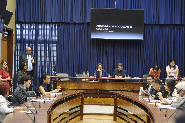 Comissão de Educação e Cultura<a style='float:right' href='https://www3.al.sp.gov.br/repositorio/noticia/N-05-2019/fg234072.jpg' target=_blank><img src='/_img/material-file-download-white.png' width='14px' alt='Clique para baixar a imagem'></a>