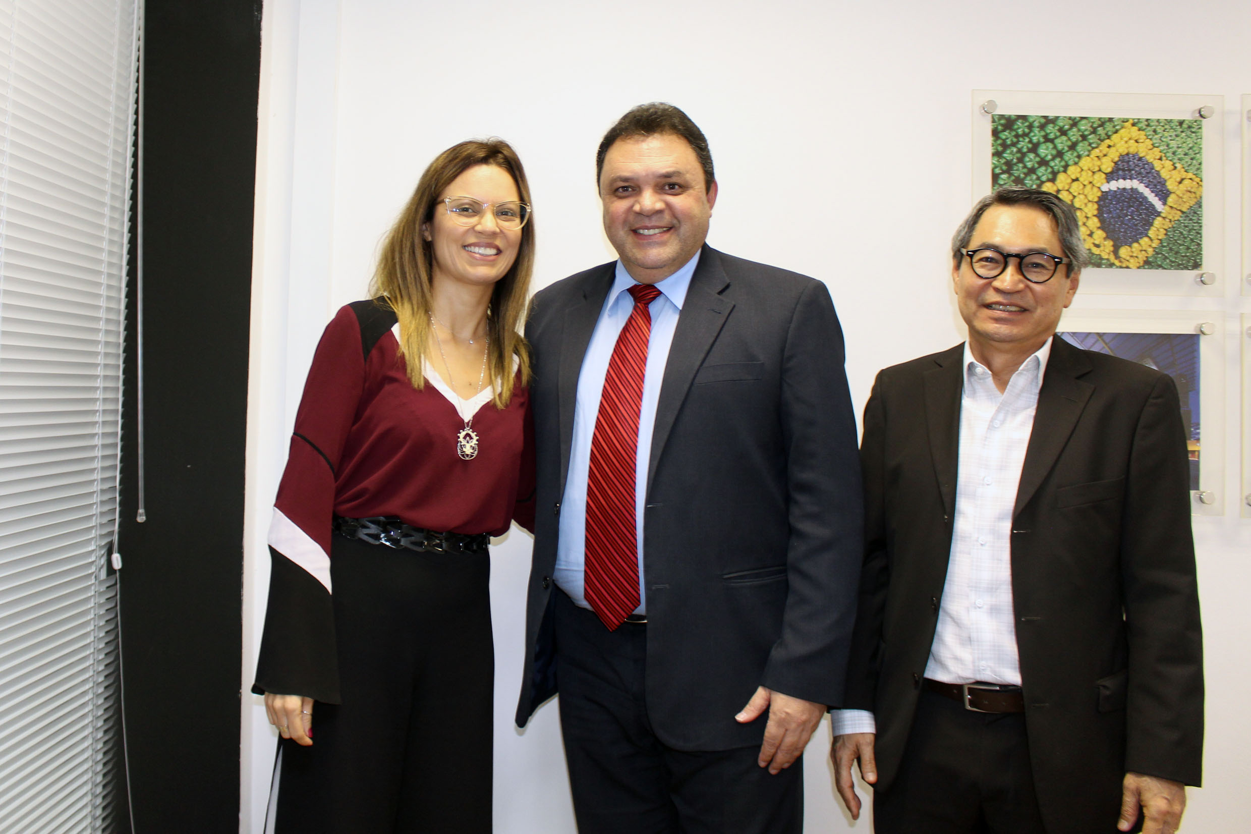 Marcos Damasio (ao centro)<a style='float:right' href='https://www3.al.sp.gov.br/repositorio/noticia/N-05-2019/fg234346.jpg' target=_blank><img src='/_img/material-file-download-white.png' width='14px' alt='Clique para baixar a imagem'></a>