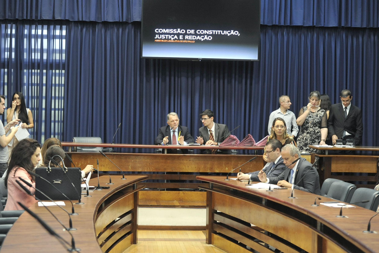 Comissão de Constituição, Justiça e Redação<a style='float:right' href='https://www3.al.sp.gov.br/repositorio/noticia/N-05-2019/fg234498.jpg' target=_blank><img src='/_img/material-file-download-white.png' width='14px' alt='Clique para baixar a imagem'></a>