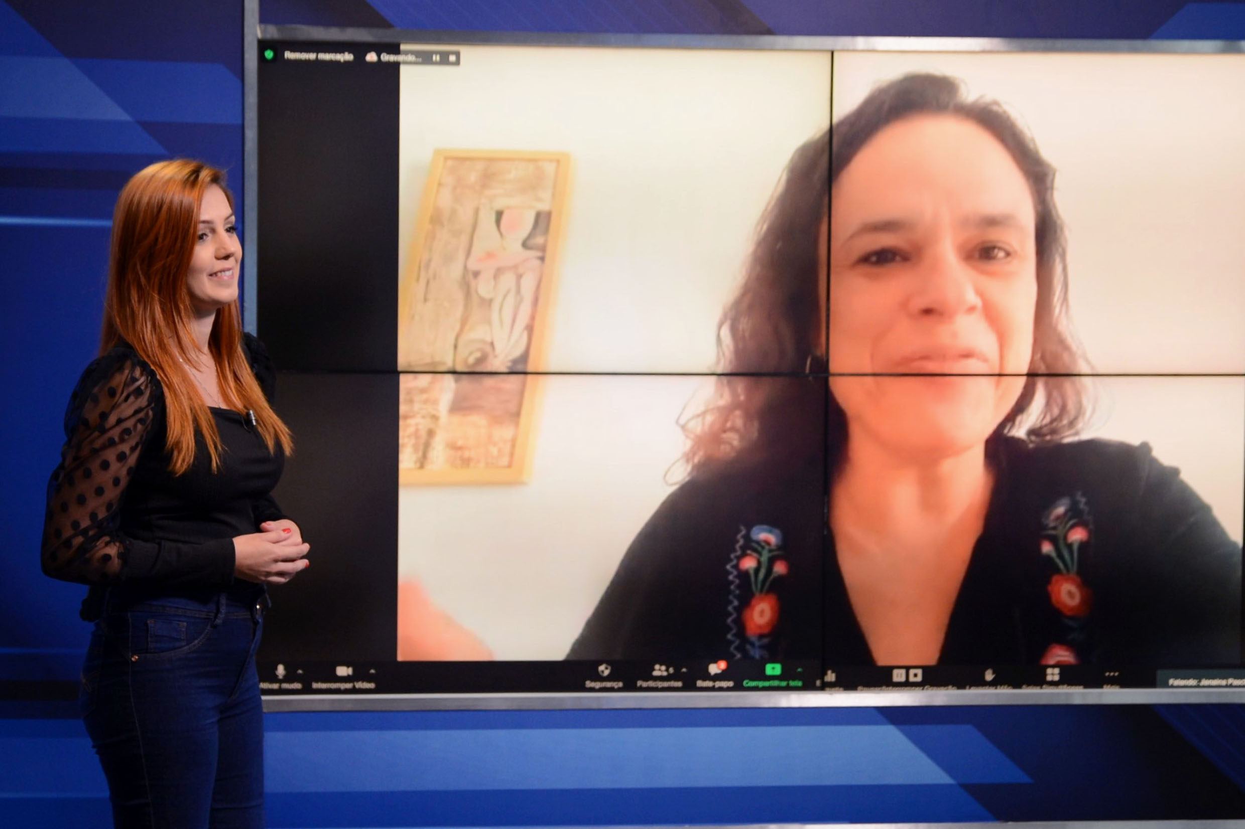 Janaina Paschoal na Tribuna Virtual<a style='float:right' href='https://www3.al.sp.gov.br/repositorio/noticia/N-05-2021/fg265992.jpg' target=_blank><img src='/_img/material-file-download-white.png' width='14px' alt='Clique para baixar a imagem'></a>