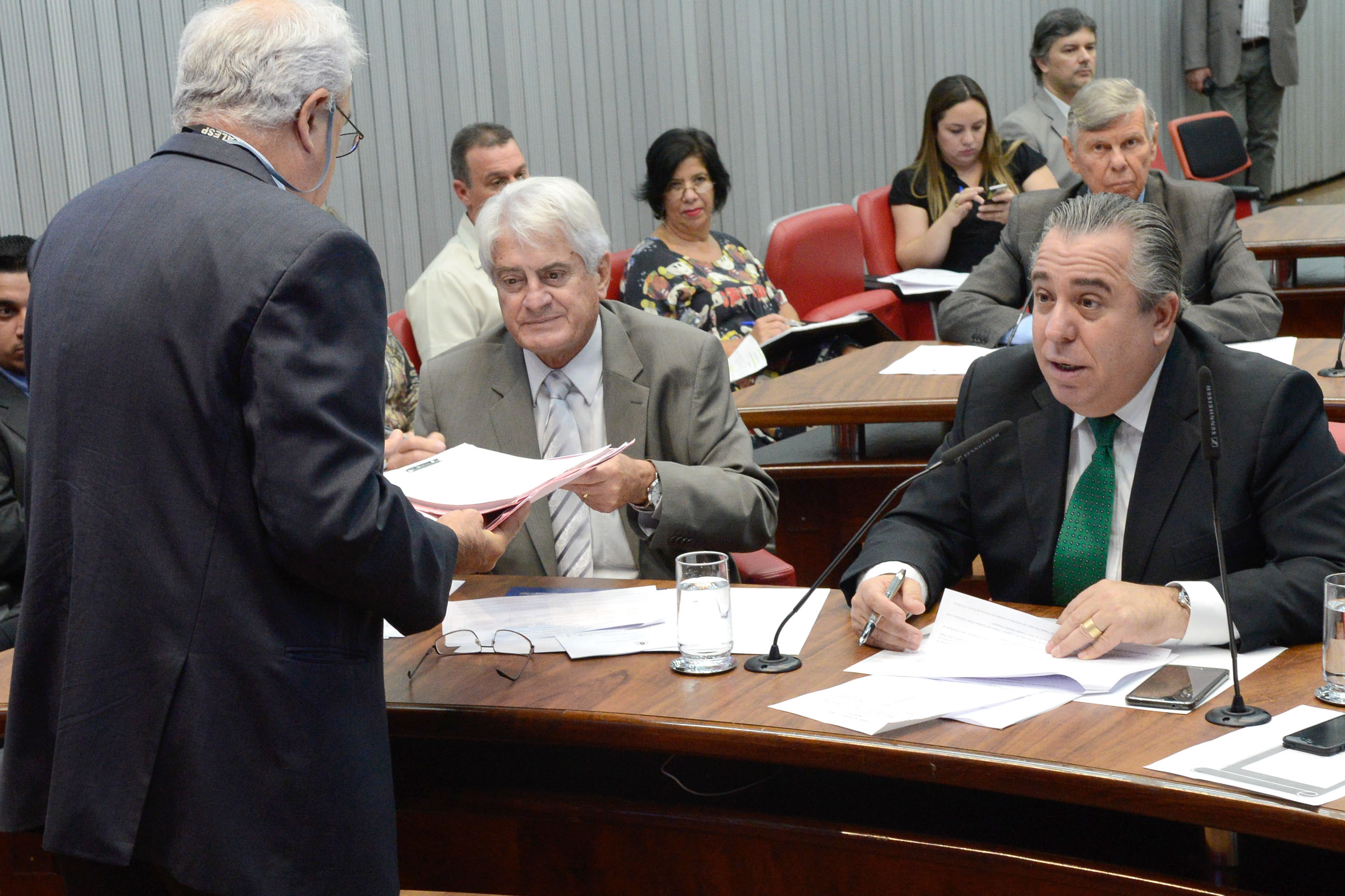 Roberto Engler e Adilson Rossi<a style='float:right' href='https://www3.al.sp.gov.br/repositorio/noticia/N-06-2015/fg171487.jpg' target=_blank><img src='/_img/material-file-download-white.png' width='14px' alt='Clique para baixar a imagem'></a>