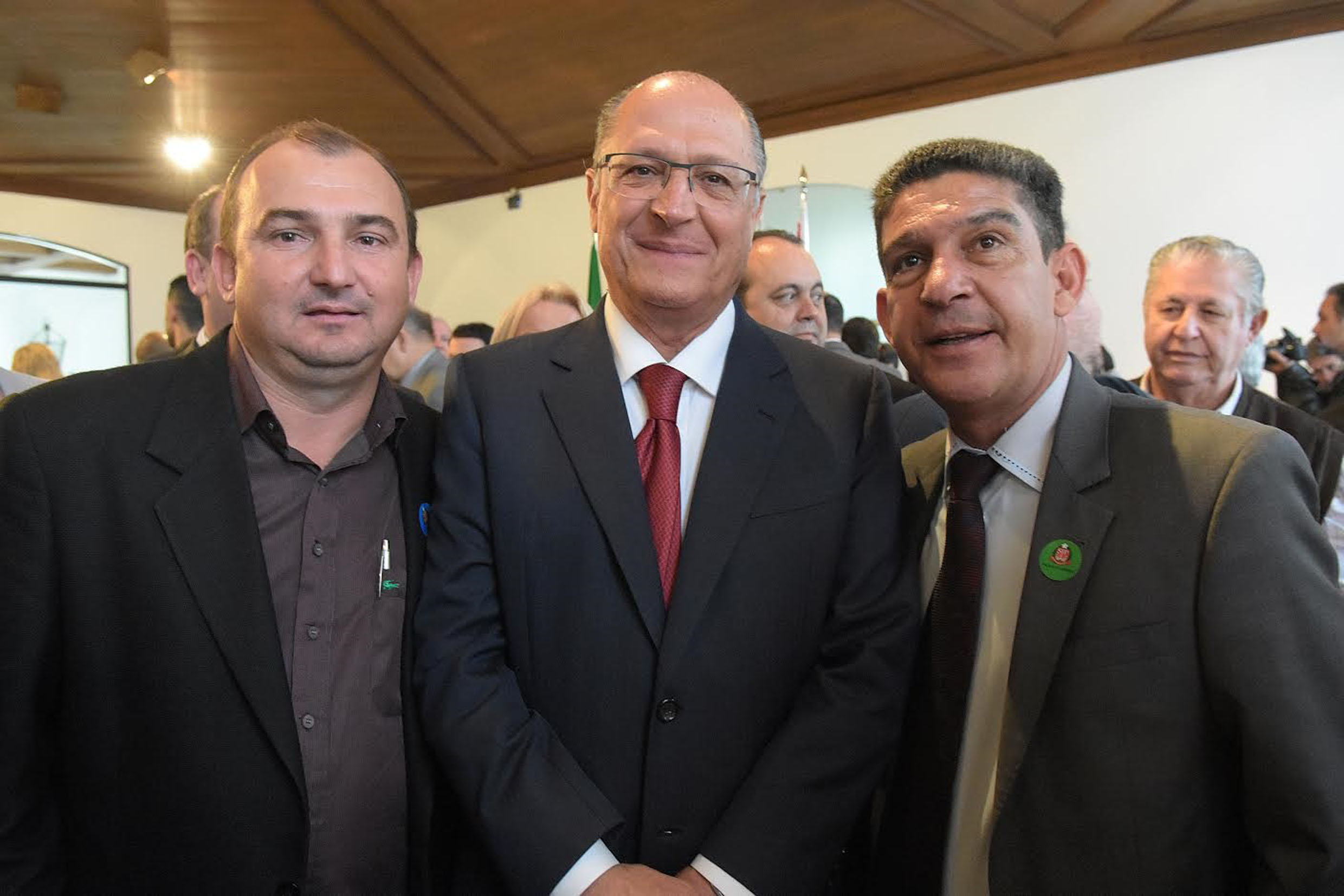 Adriano Bonilha, Alckmin e Gileno Gomes<a style='float:right' href='https://www3.al.sp.gov.br/repositorio/noticia/N-06-2016/fg191377.jpg' target=_blank><img src='/_img/material-file-download-white.png' width='14px' alt='Clique para baixar a imagem'></a>