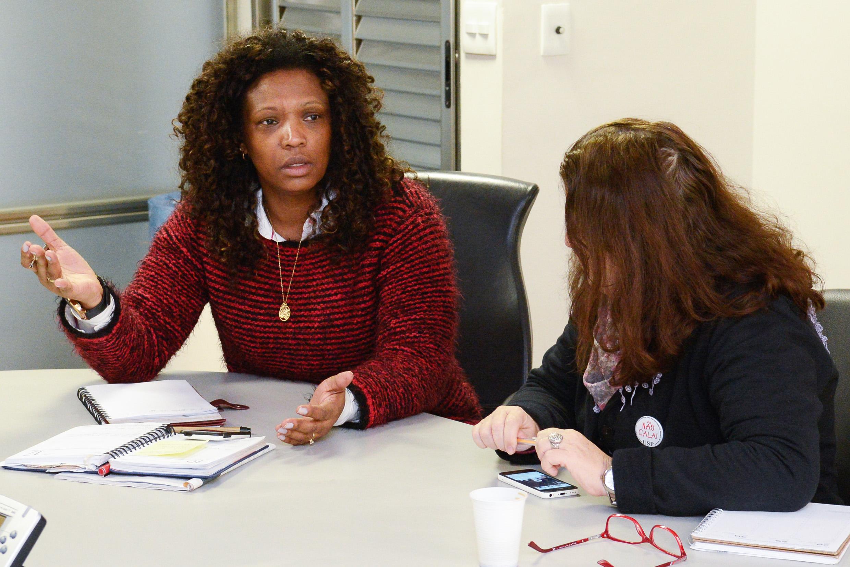 Eliane Dias, do SOS Racismo, elencou uma série de propostas, como a realização de palestras em escolas para discutir questões de gênero, tema excluído do Plano Estadual de Educação, destacaram as participantes do encontro<a style='float:right' href='https://www3.al.sp.gov.br/repositorio/noticia/N-06-2016/fg191472.jpg' target=_blank><img src='/_img/material-file-download-white.png' width='14px' alt='Clique para baixar a imagem'></a>