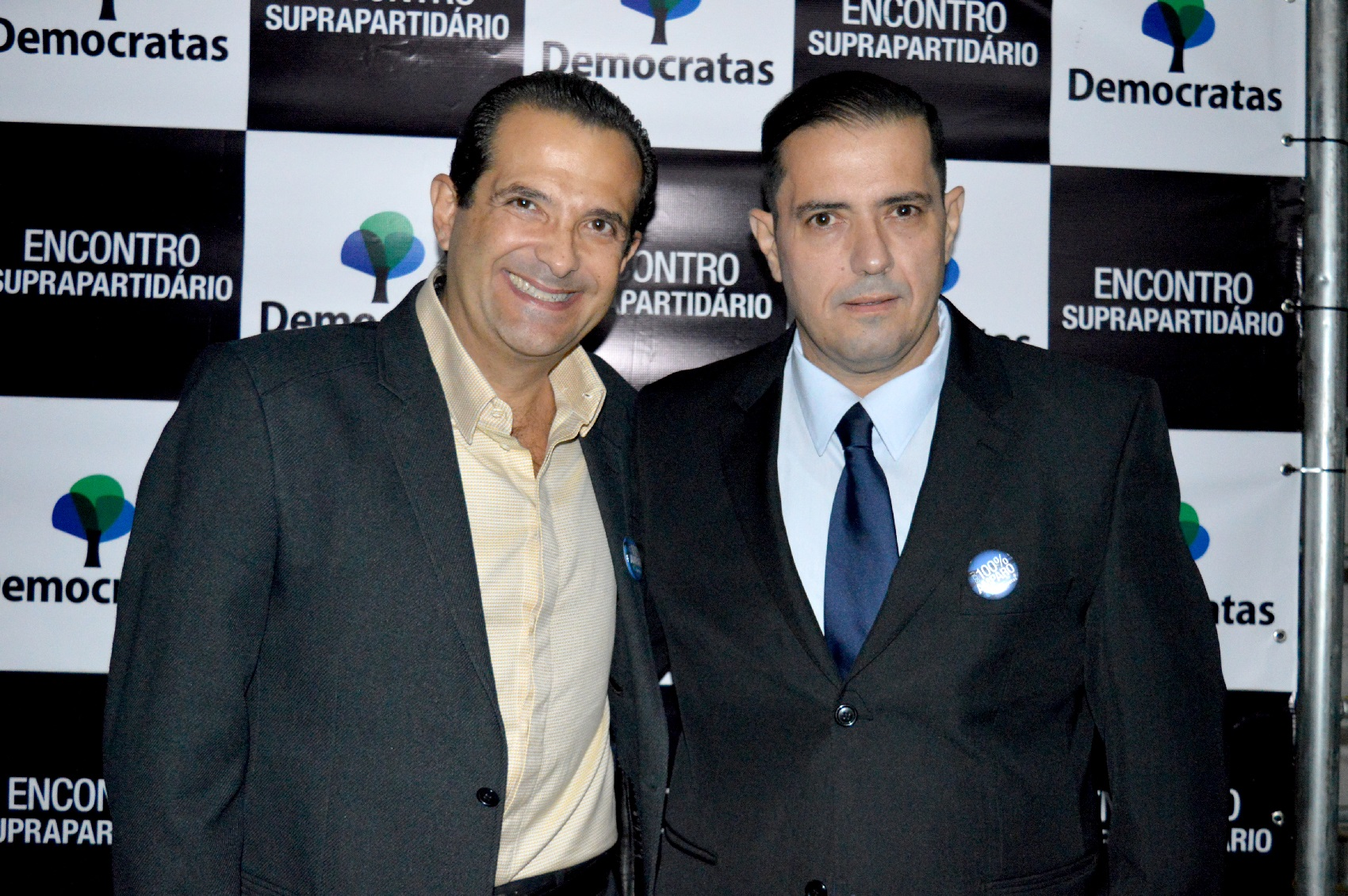 Edmir Chedid (esq.) e Rogério Catanese<a style='float:right' href='https://www3.al.sp.gov.br/repositorio/noticia/N-06-2016/fg191742.jpg' target=_blank><img src='/_img/material-file-download-white.png' width='14px' alt='Clique para baixar a imagem'></a>
