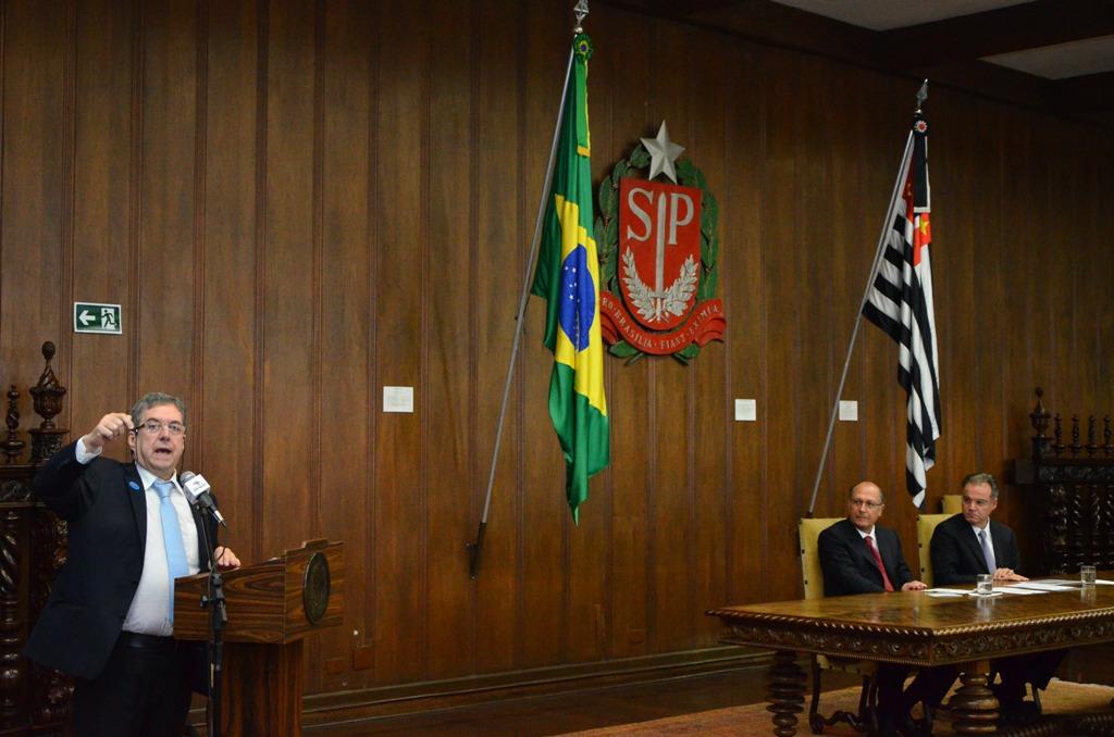 Camarinha no Palácio dos Bandeirantes<a style='float:right' href='https://www3.al.sp.gov.br/repositorio/noticia/N-06-2016/fg191825.jpg' target=_blank><img src='/_img/material-file-download-white.png' width='14px' alt='Clique para baixar a imagem'></a>