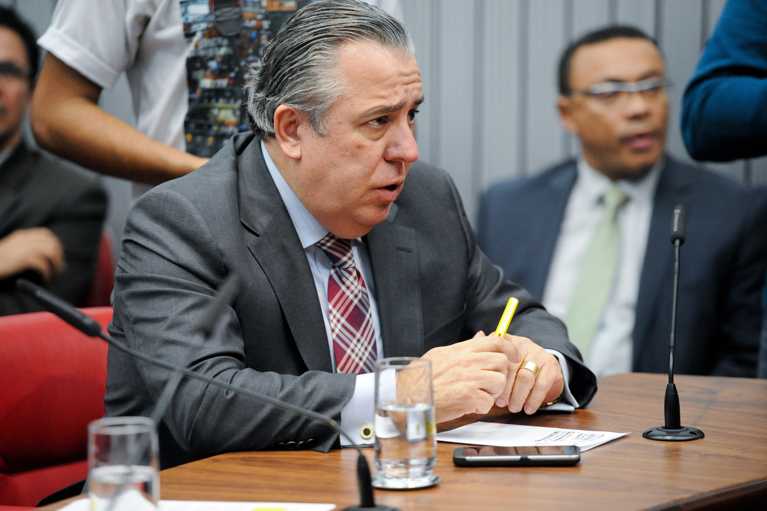 Adilson Rossi <a style='float:right' href='https://www3.al.sp.gov.br/repositorio/noticia/N-06-2016/fg191890.jpg' target=_blank><img src='/_img/material-file-download-white.png' width='14px' alt='Clique para baixar a imagem'></a>