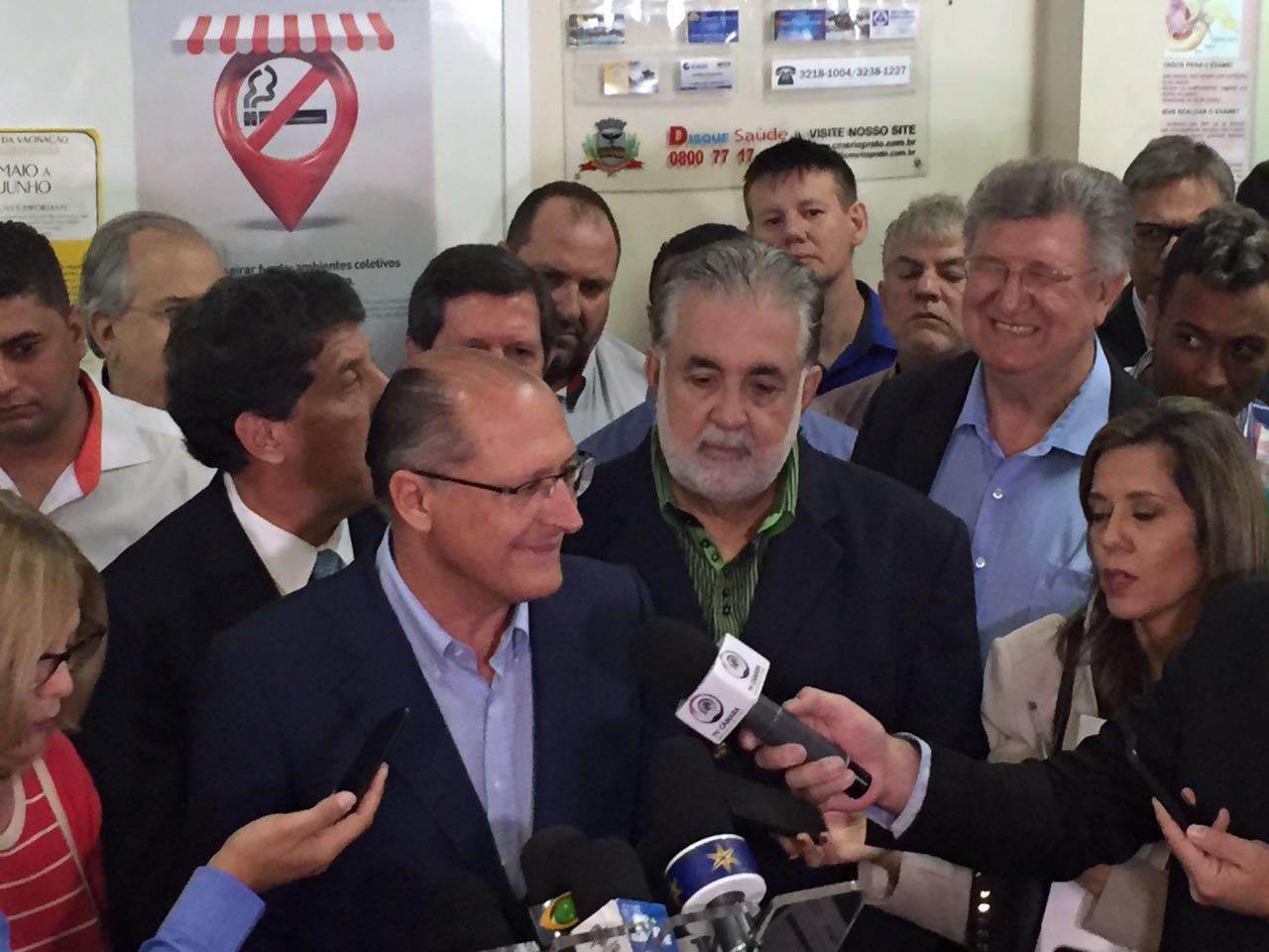 Bolçone e o governador Alckmin<a style='float:right' href='https://www3.al.sp.gov.br/repositorio/noticia/N-06-2016/fg191946.jpg' target=_blank><img src='/_img/material-file-download-white.png' width='14px' alt='Clique para baixar a imagem'></a>