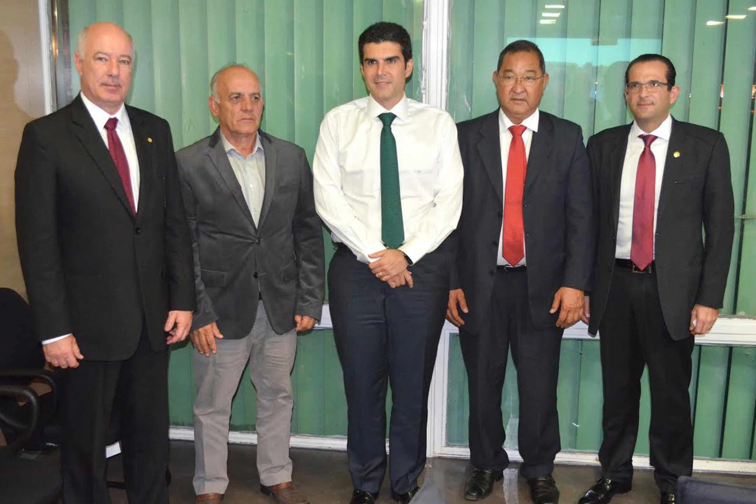 Herculano Passos, Vicente Zacan, Helder Barbalho, Mario Inui e Chedid<a style='float:right' href='https://www3.al.sp.gov.br/repositorio/noticia/N-06-2016/fg192068.jpg' target=_blank><img src='/_img/material-file-download-white.png' width='14px' alt='Clique para baixar a imagem'></a>