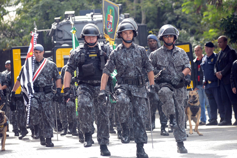 Policiais do 3º Batalhão de Choque Humaitá<a style='float:right' href='https://www3.al.sp.gov.br/repositorio/noticia/N-06-2016/fg192226.jpg' target=_blank><img src='/_img/material-file-download-white.png' width='14px' alt='Clique para baixar a imagem'></a>