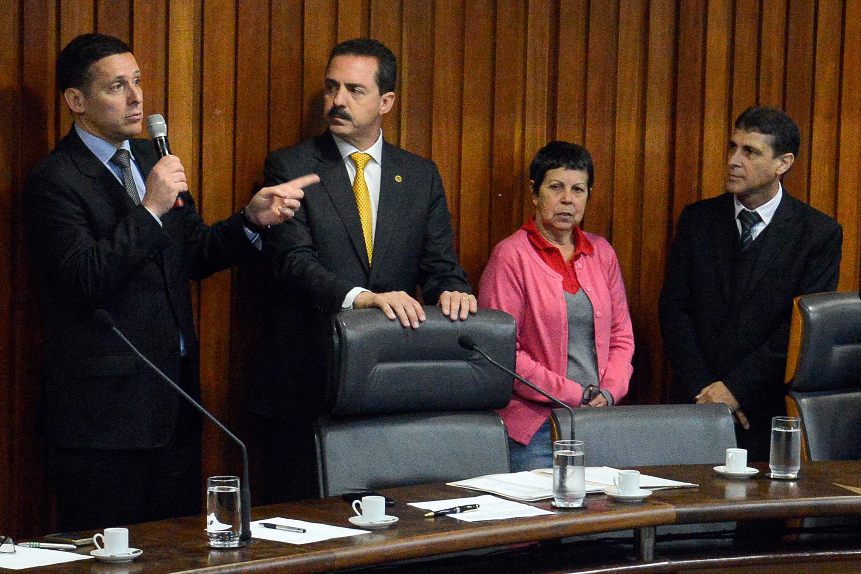 Fernando Capez, Itamar Borges, Ana do Carmo e Sebastião Santos <a style='float:right' href='https://www3.al.sp.gov.br/repositorio/noticia/N-06-2016/fg192228.jpg' target=_blank><img src='/_img/material-file-download-white.png' width='14px' alt='Clique para baixar a imagem'></a>