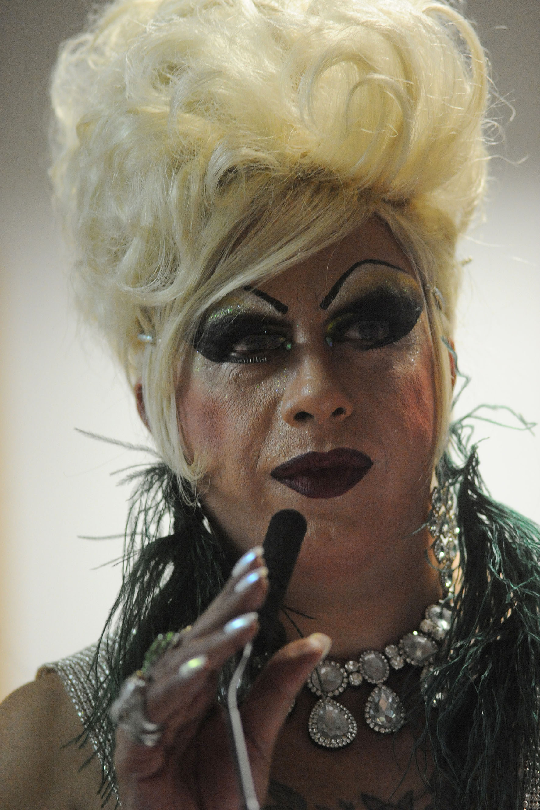 Drag queen Sissi Girl <a style='float:right' href='https://www3.al.sp.gov.br/repositorio/noticia/N-06-2016/fg192253.jpg' target=_blank><img src='/_img/material-file-download-white.png' width='14px' alt='Clique para baixar a imagem'></a>