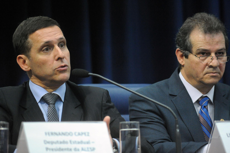 Fernando Capez e Luiz Fernando Teixeira<a style='float:right' href='https://www3.al.sp.gov.br/repositorio/noticia/N-06-2016/fg192288.jpg' target=_blank><img src='/_img/material-file-download-white.png' width='14px' alt='Clique para baixar a imagem'></a>