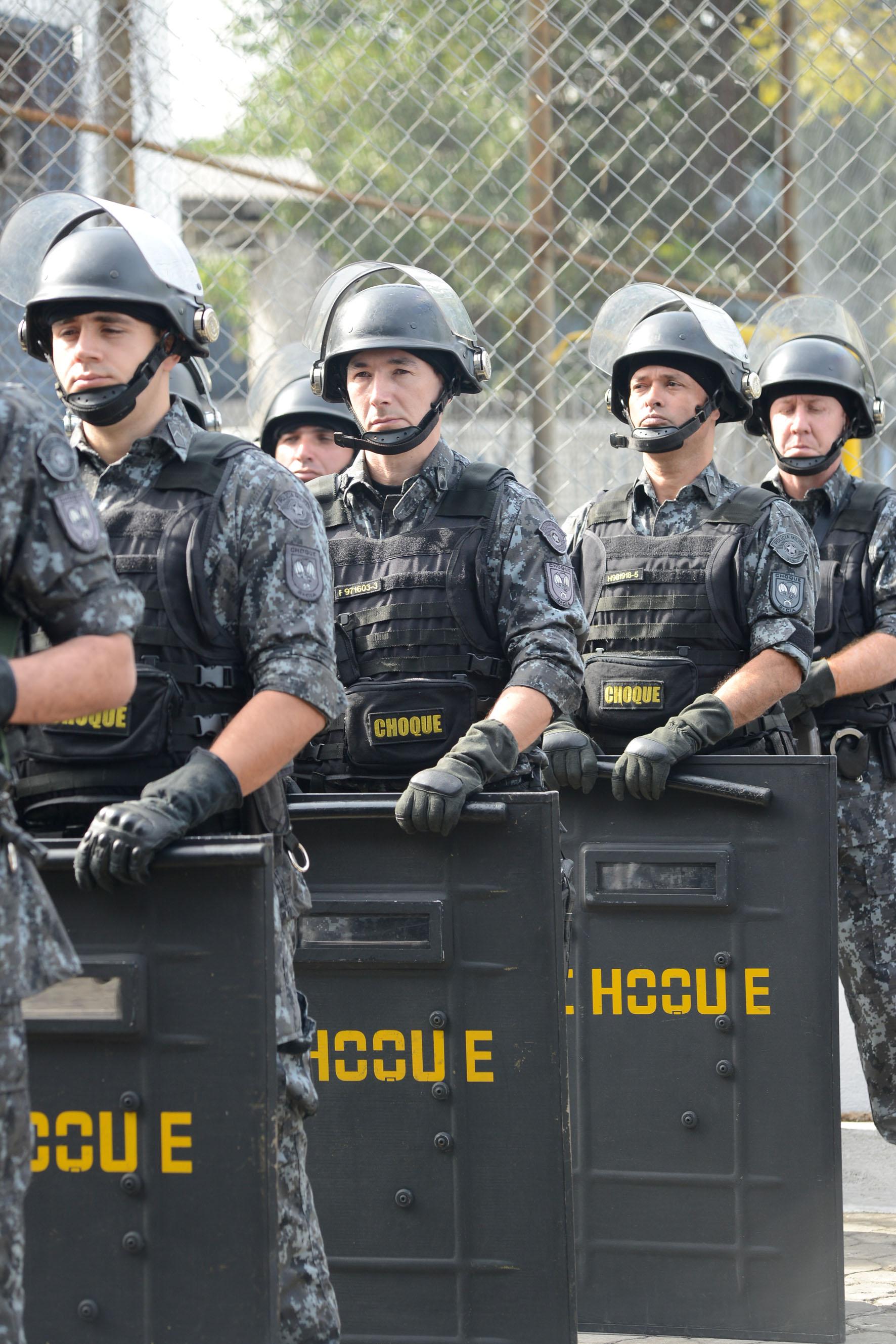 Policiais do 3º Batalhão de Choque Humaitá<a style='float:right' href='https://www3.al.sp.gov.br/repositorio/noticia/N-06-2016/fg192337.jpg' target=_blank><img src='/_img/material-file-download-white.png' width='14px' alt='Clique para baixar a imagem'></a>