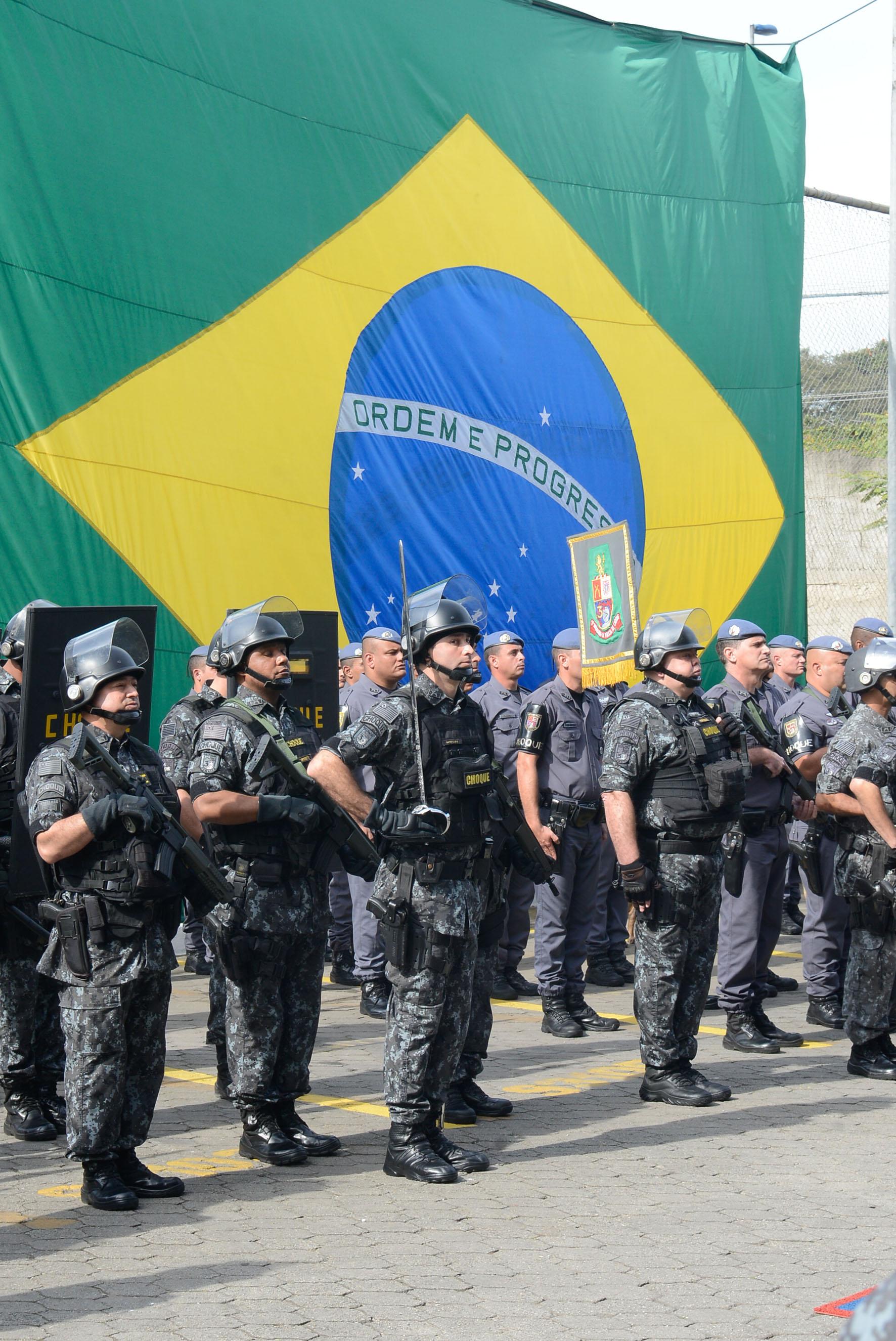 Policiais do 3º Batalhão de Choque Humaitá<a style='float:right' href='https://www3.al.sp.gov.br/repositorio/noticia/N-06-2016/fg192339.jpg' target=_blank><img src='/_img/material-file-download-white.png' width='14px' alt='Clique para baixar a imagem'></a>