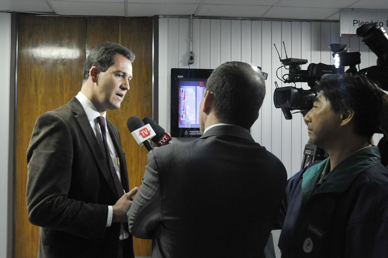 Advogado Ariel de Castro Alves, membro do Conselho Estadual de Direitos Humanos concede entrevista <a style='float:right' href='https://www3.al.sp.gov.br/repositorio/noticia/N-06-2016/fg192352.jpg' target=_blank><img src='/_img/material-file-download-white.png' width='14px' alt='Clique para baixar a imagem'></a>