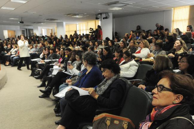 Público acompanha palestra de Ivete Boulos