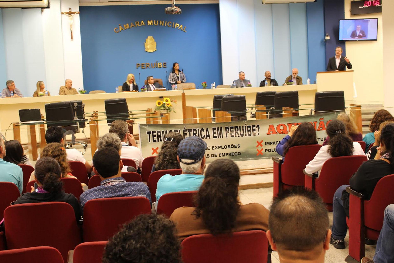 Reunião na Câmara Municipal de Peruíbe<a style='float:right' href='https://www3.al.sp.gov.br/repositorio/noticia/N-06-2017/fg203781.jpg' target=_blank><img src='/_img/material-file-download-white.png' width='14px' alt='Clique para baixar a imagem'></a>