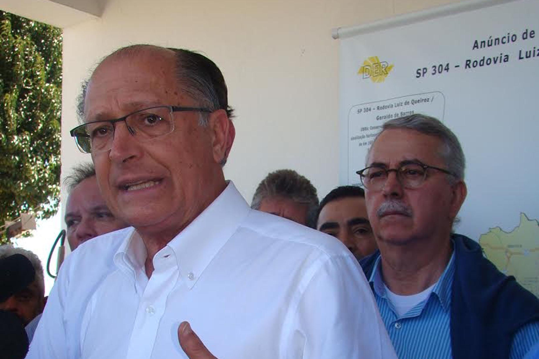 Geraldo Alckmin e Chico Sardelli<a style='float:right' href='https://www3.al.sp.gov.br/repositorio/noticia/N-06-2017/fg204278.jpg' target=_blank><img src='/_img/material-file-download-white.png' width='14px' alt='Clique para baixar a imagem'></a>