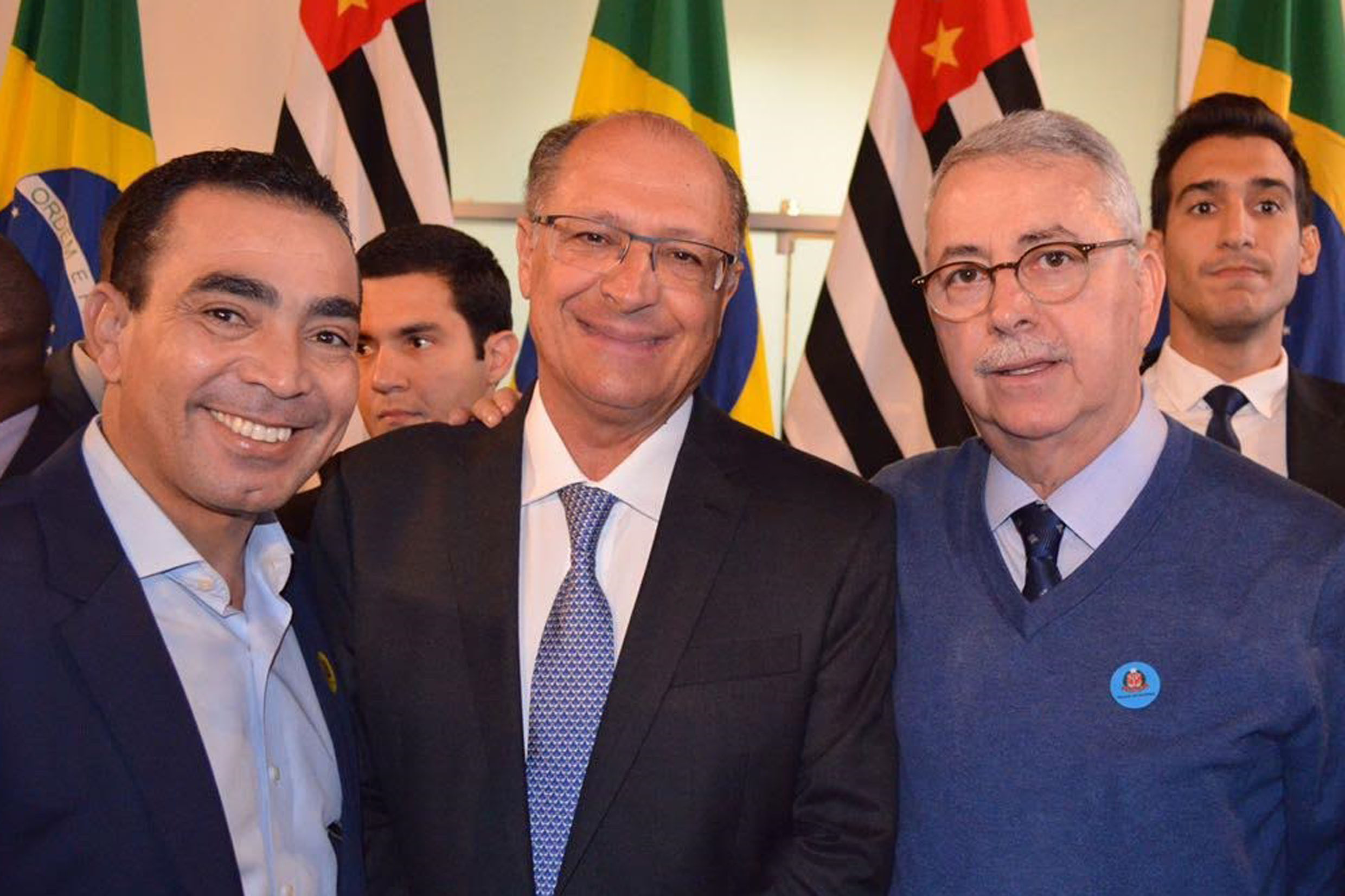 Benjamin Bill, Geraldo Alckmin e Chico Sardelli<a style='float:right' href='https://www3.al.sp.gov.br/repositorio/noticia/N-06-2017/fg204441.jpg' target=_blank><img src='/_img/material-file-download-white.png' width='14px' alt='Clique para baixar a imagem'></a>