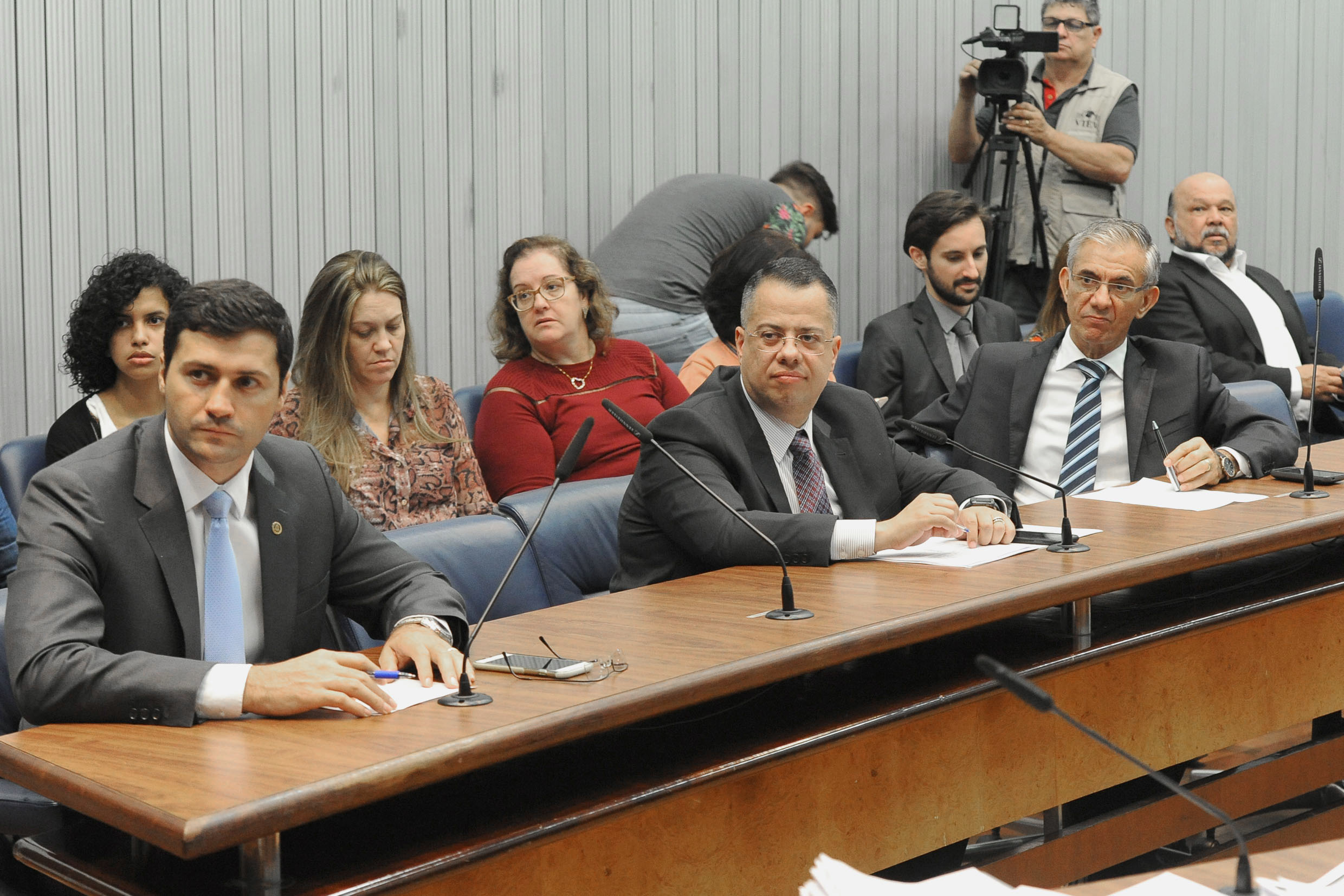 Parlamentares na CPI<a style='float:right' href='https://www3.al.sp.gov.br/repositorio/noticia/N-06-2018/fg224625.jpg' target=_blank><img src='/_img/material-file-download-white.png' width='14px' alt='Clique para baixar a imagem'></a>