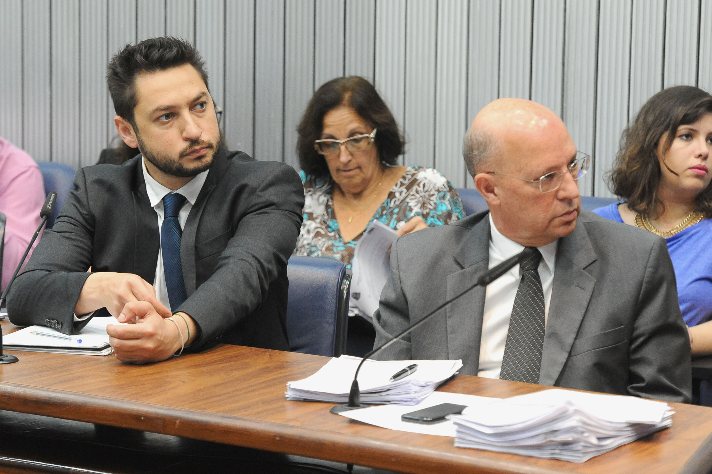 Parlamentares na CPI<a style='float:right' href='https://www3.al.sp.gov.br/repositorio/noticia/N-06-2018/fg224626.jpg' target=_blank><img src='/_img/material-file-download-white.png' width='14px' alt='Clique para baixar a imagem'></a>