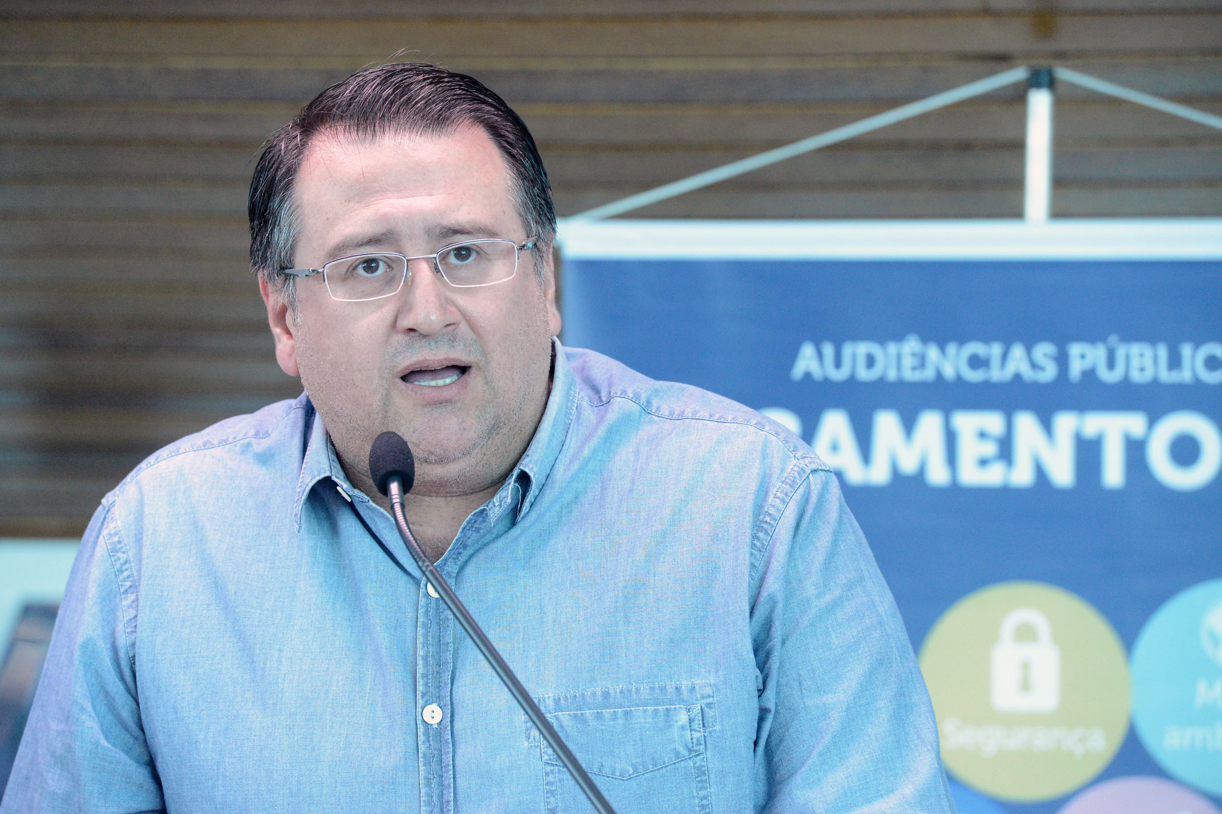 Roberto Araujo<a style='float:right' href='https://www3.al.sp.gov.br/repositorio/noticia/N-06-2018/fg224950.jpg' target=_blank><img src='/_img/material-file-download-white.png' width='14px' alt='Clique para baixar a imagem'></a>