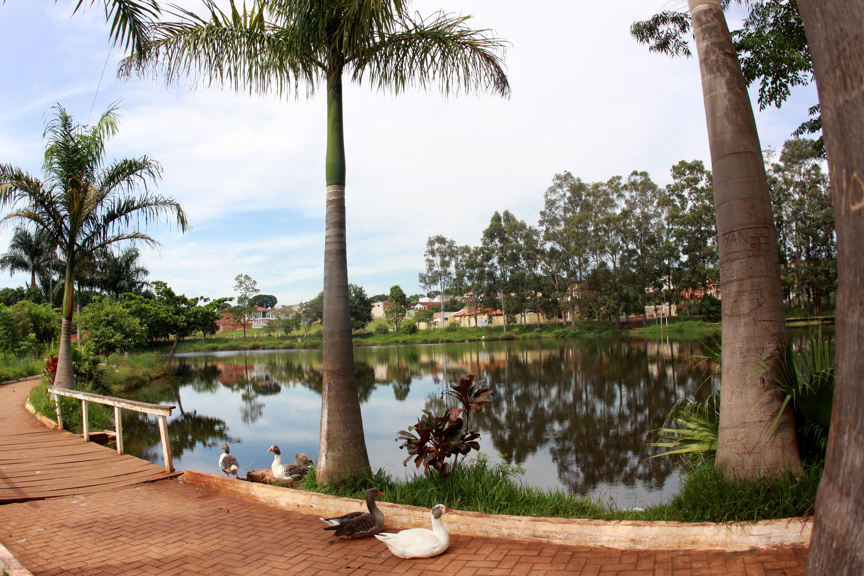 Parque Olavo Ferreira de Sá, em Ourinhos (Foto: Fabrício Spatti) <a style='float:right' href='https://www3.al.sp.gov.br/repositorio/noticia/N-06-2018/fg224987.jpg' target=_blank><img src='/_img/material-file-download-white.png' width='14px' alt='Clique para baixar a imagem'></a>