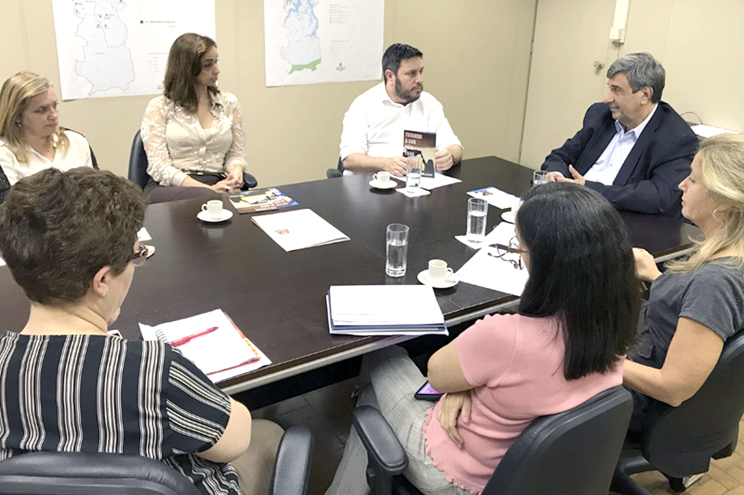 André Soares (ao centro)<a style='float:right' href='https://www3.al.sp.gov.br/repositorio/noticia/N-06-2018/fg225496.jpg' target=_blank><img src='/_img/material-file-download-white.png' width='14px' alt='Clique para baixar a imagem'></a>