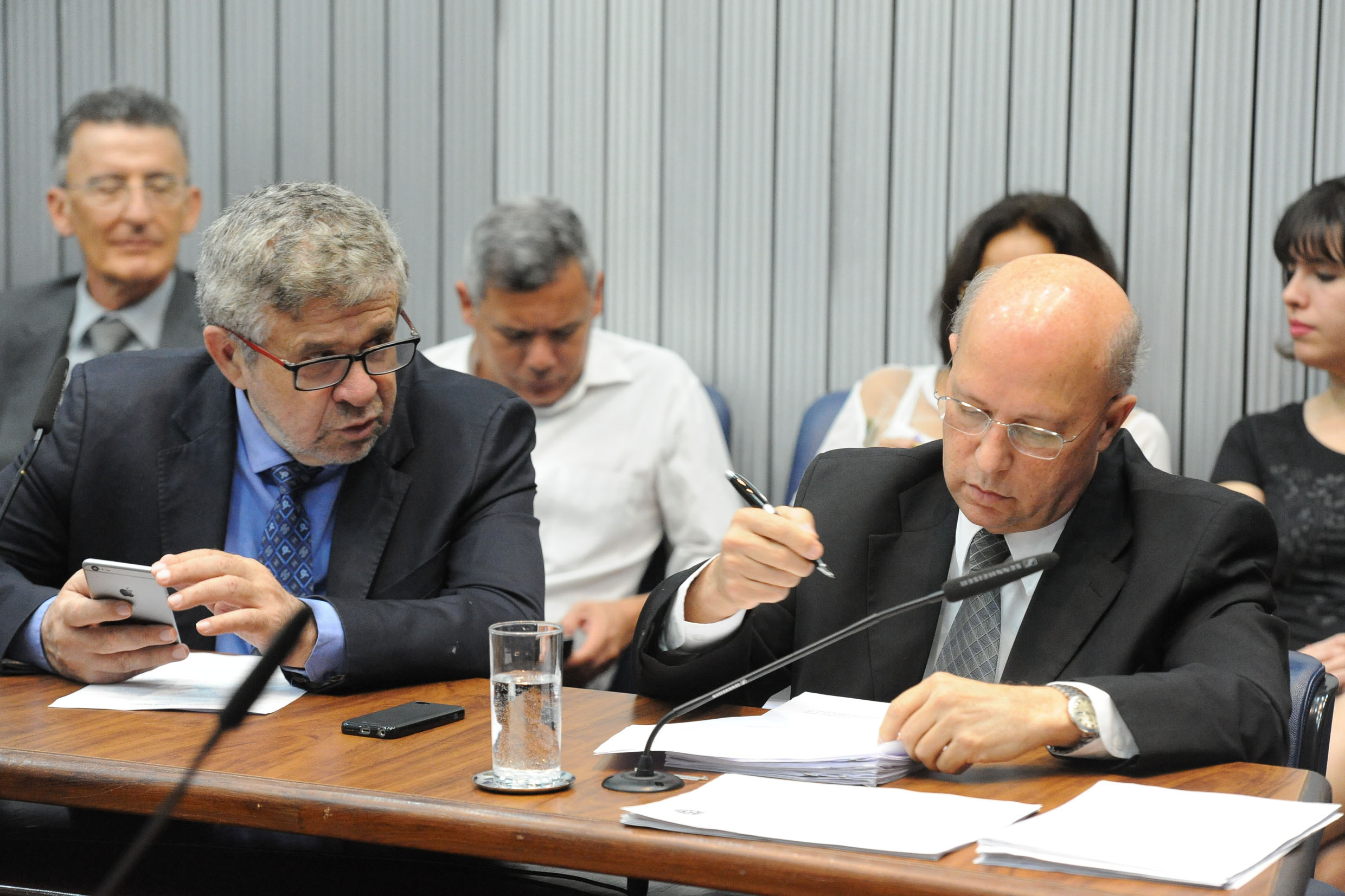Parlamentares na CPI<a style='float:right' href='https://www3.al.sp.gov.br/repositorio/noticia/N-06-2018/fg225528.jpg' target=_blank><img src='/_img/material-file-download-white.png' width='14px' alt='Clique para baixar a imagem'></a>