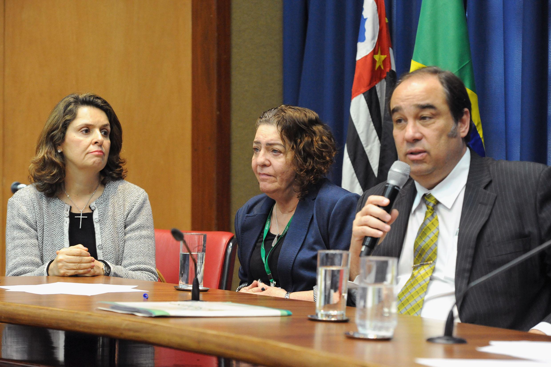 Olga Codorniz Campello Carneiro, Miryan Ribeiro de Lima e Aizenaque Grimaldi de Carvalho<a style='float:right' href='https://www3.al.sp.gov.br/repositorio/noticia/N-06-2018/fg225535.jpg' target=_blank><img src='/_img/material-file-download-white.png' width='14px' alt='Clique para baixar a imagem'></a>