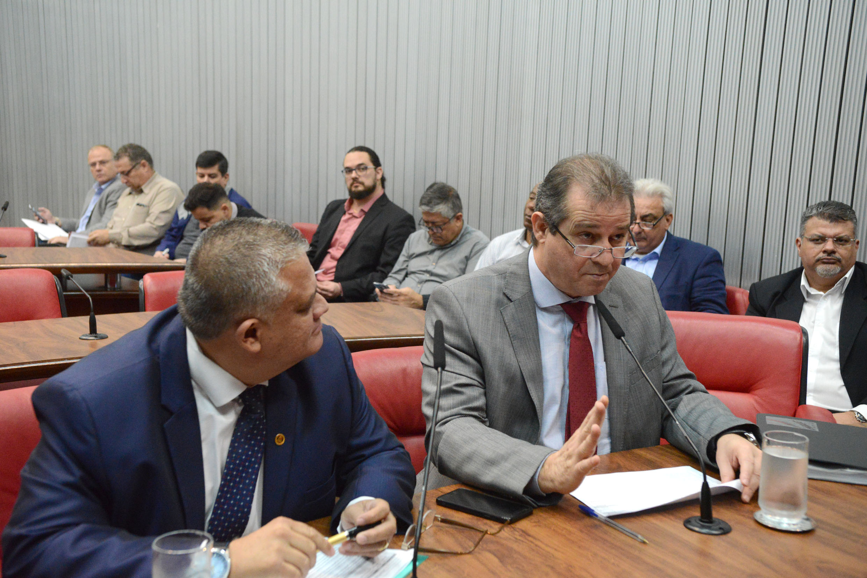 Dr. Jorge do Carmo e Luiz Fernando<a style='float:right' href='https://www3.al.sp.gov.br/repositorio/noticia/N-06-2019/fg235721.jpg' target=_blank><img src='/_img/material-file-download-white.png' width='14px' alt='Clique para baixar a imagem'></a>