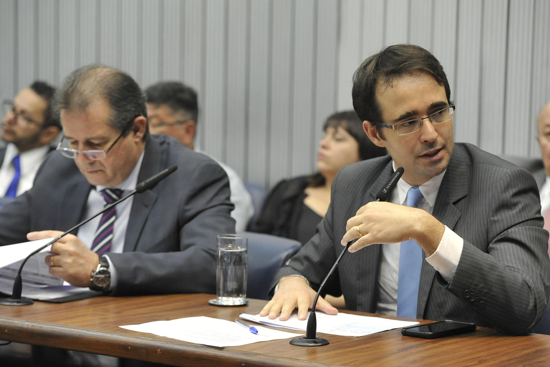 Luiz Fernando e Bruno Ganem<a style='float:right' href='https://www3.al.sp.gov.br/repositorio/noticia/N-06-2019/fg235726.jpg' target=_blank><img src='/_img/material-file-download-white.png' width='14px' alt='Clique para baixar a imagem'></a>
