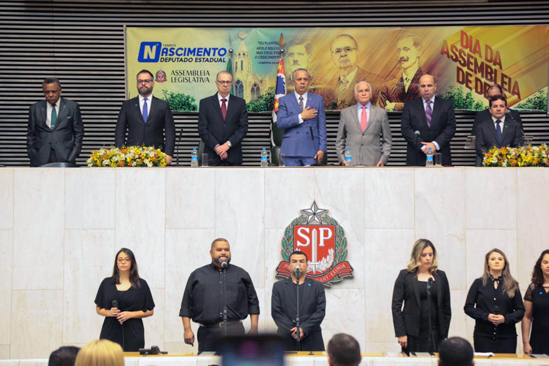 Moacir Paula de Oliveira, Gilberto Nascimento Jr., Alcides Fávaro, Tenente Nascimento, Gilberto Nascimento, Eduardo Bravo e José Leanti Pinto<a style='float:right' href='https://www3.al.sp.gov.br/repositorio/noticia/N-06-2019/fg235969.jpg' target=_blank><img src='/_img/material-file-download-white.png' width='14px' alt='Clique para baixar a imagem'></a>