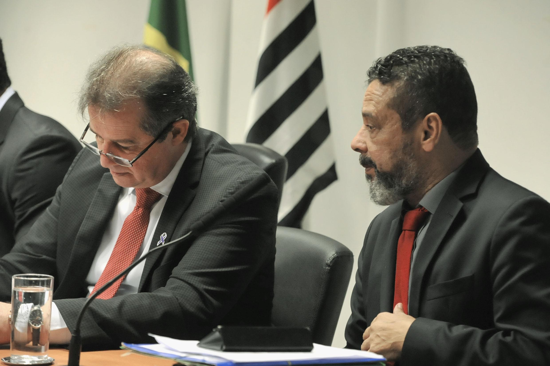 Luiz Fernando e Teonilio Barba<a style='float:right' href='https://www3.al.sp.gov.br/repositorio/noticia/N-06-2019/fg236015.jpg' target=_blank><img src='/_img/material-file-download-white.png' width='14px' alt='Clique para baixar a imagem'></a>