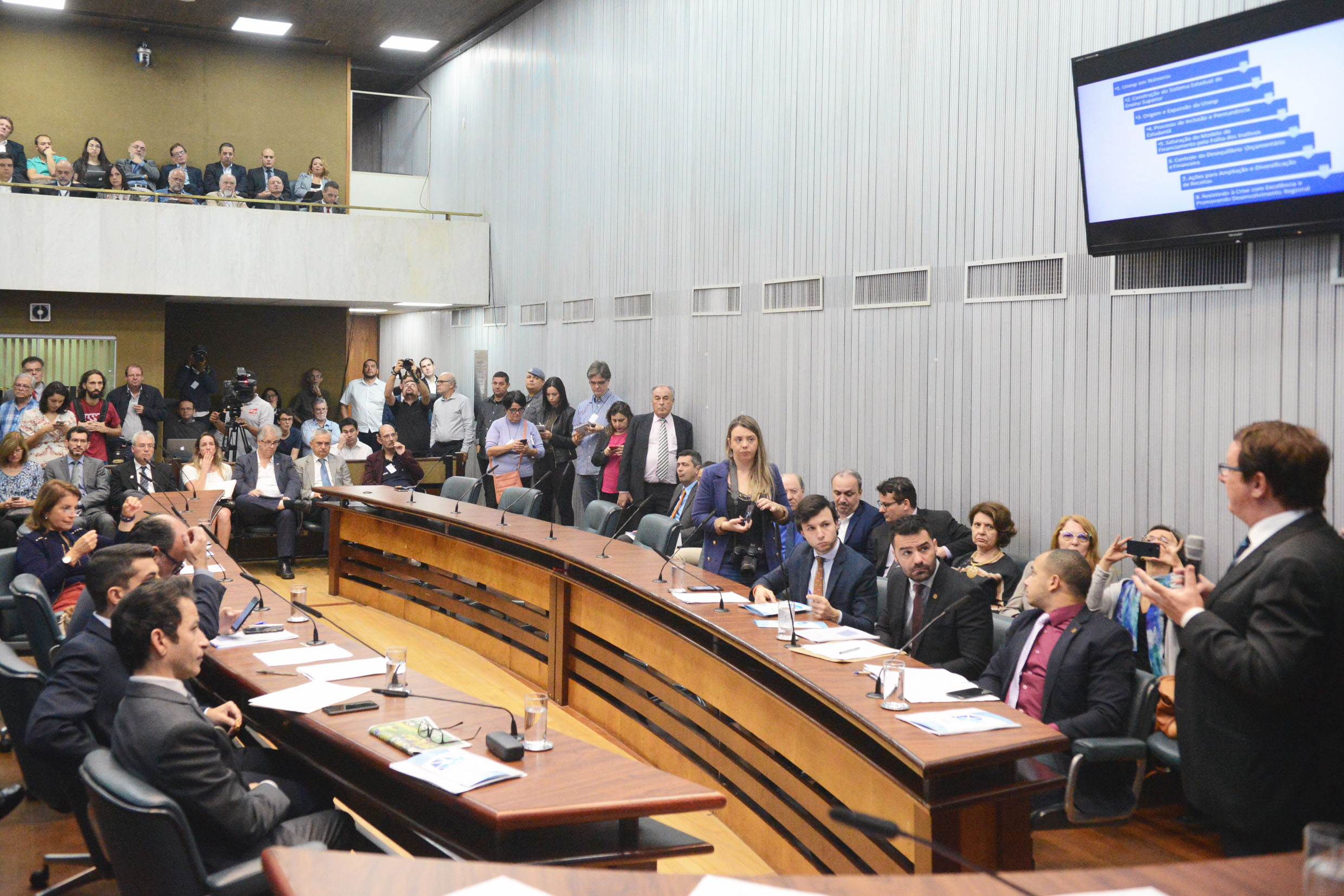 Parlamentares na CPI<a style='float:right' href='https://www3.al.sp.gov.br/repositorio/noticia/N-06-2019/fg236101.jpg' target=_blank><img src='/_img/material-file-download-white.png' width='14px' alt='Clique para baixar a imagem'></a>