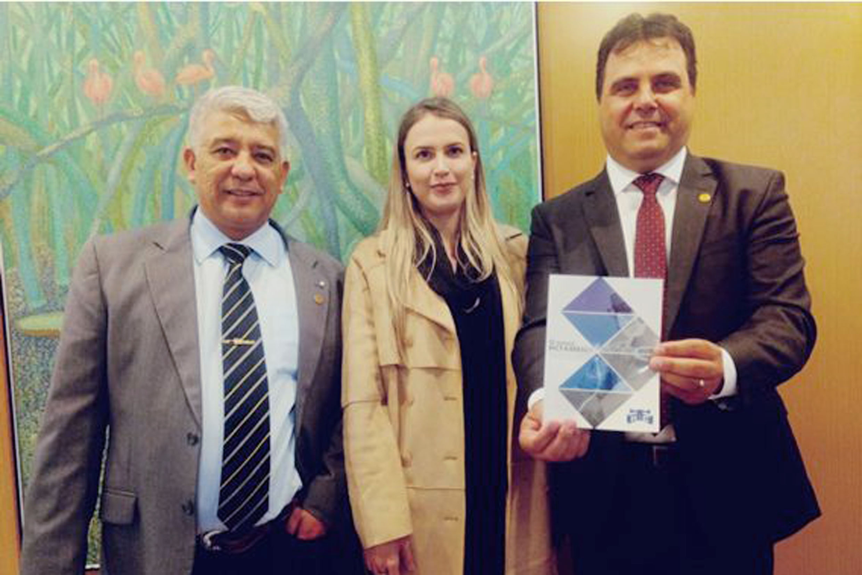 Superintendente do HC de Marília-SP visita a Alesp