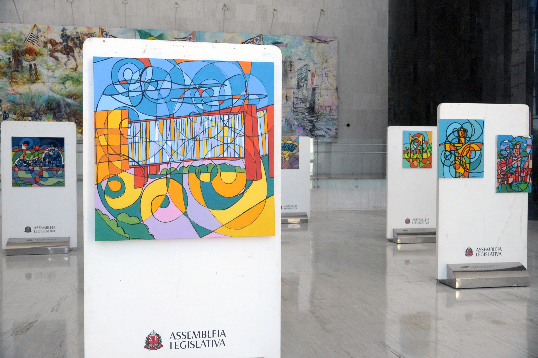 Exposição de quadros da artista Jaqueline Benevento Perez<a style='float:right' href='https://www3.al.sp.gov.br/repositorio/noticia/N-06-2019/fg236217.jpg' target=_blank><img src='/_img/material-file-download-white.png' width='14px' alt='Clique para baixar a imagem'></a>