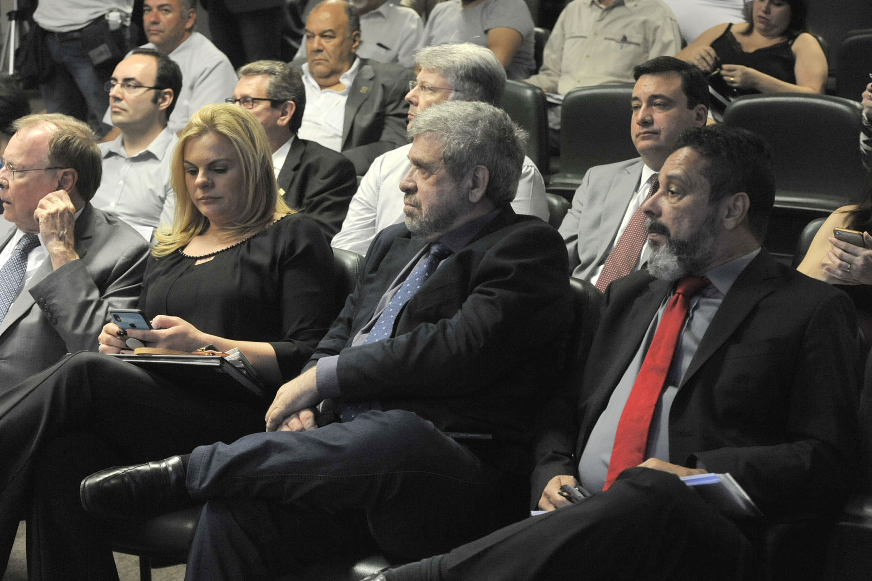 Carla Morando, José Américo e Teonilio Barba<a style='float:right' href='https://www3.al.sp.gov.br/repositorio/noticia/N-06-2019/fg236326.jpg' target=_blank><img src='/_img/material-file-download-white.png' width='14px' alt='Clique para baixar a imagem'></a>