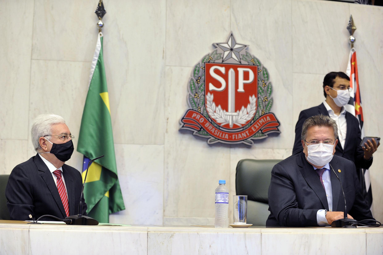 Professor Walter Vicioni toma posse como deputado na Assembleia Legislativa do Estado de São Paulo<a style='float:right' href='https://www3.al.sp.gov.br/repositorio/noticia/N-06-2021/fg268088.jpg' target=_blank><img src='/_img/material-file-download-white.png' width='14px' alt='Clique para baixar a imagem'></a>