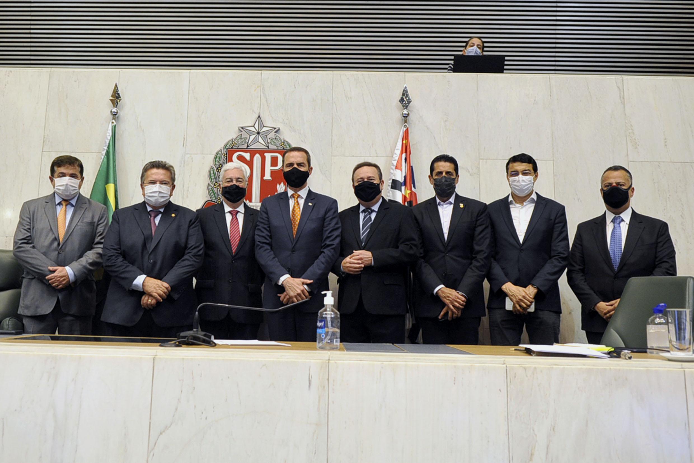 Professor Walter Vicioni toma posse como deputado na Assembleia Legislativa do Estado de São Paulo<a style='float:right' href='https://www3.al.sp.gov.br/repositorio/noticia/N-06-2021/fg268091.jpg' target=_blank><img src='/_img/material-file-download-white.png' width='14px' alt='Clique para baixar a imagem'></a>